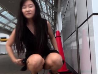 Asian pisses for voyeur..